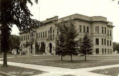 Sleepy Eye School, 1895 Sleepy Eye, MINNESOTA Architect: Orff & Joralemon TORN DOWN Real Postcard: #C-574 Built 1895 Emptied 1980 (CDT Collection)