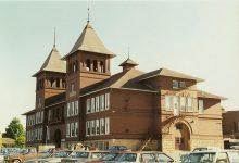 East High School, 1896 210 Vernon ST & Winnebago ST Decorah, IOWA Architect: Orff & Joralemon Cost: $25,000 or $50,000 STANDING 1997 in use as a school Brickbuilder July 1896 $25,000 Inland Architect June 1896 $50,000 Snapshot: June 25, 1997 by CDT