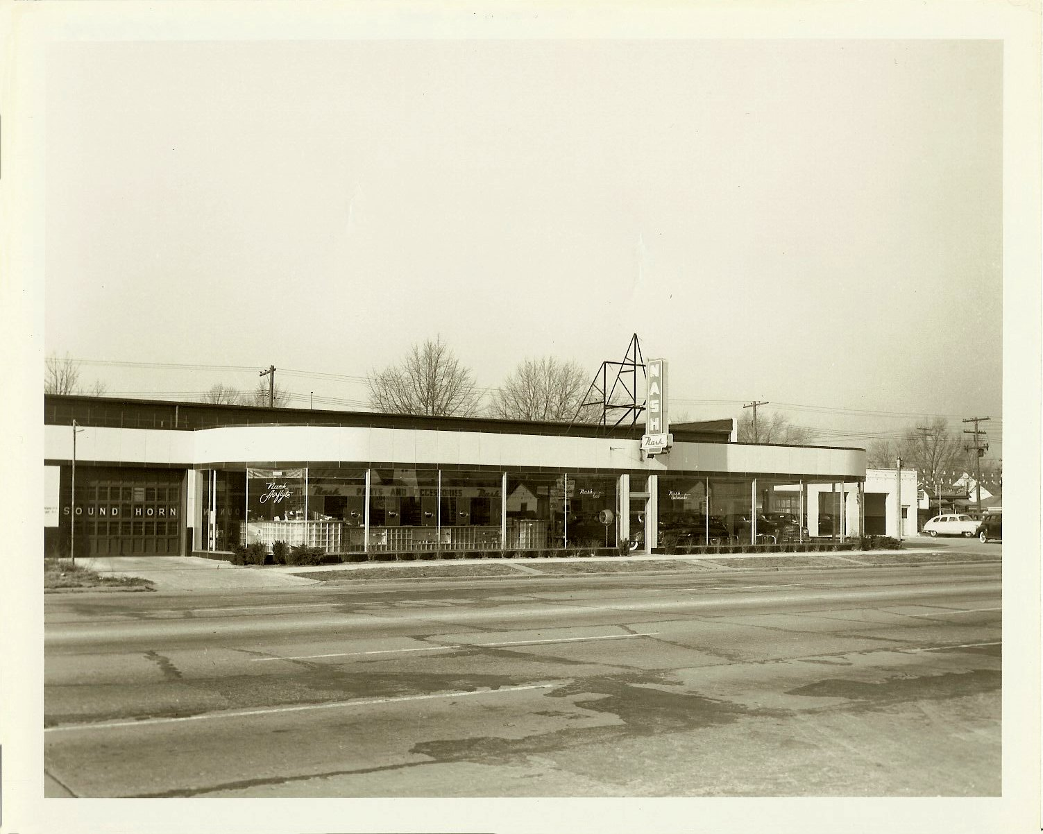Livernois Company NASH Automobile Dealership Detroit, Michigan ca. 1949 10″x8″ Black & White photograph