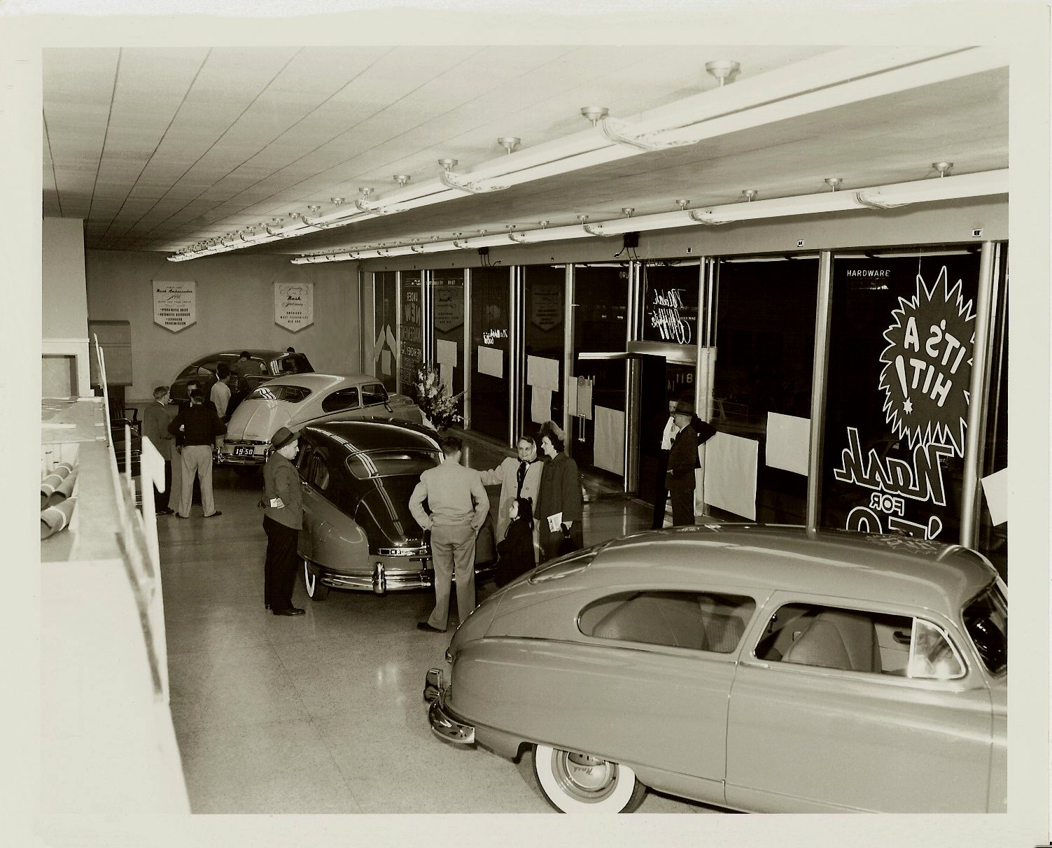1950 NASH automobiles NASH Automobile Dealership Grosse Pointe, Michigan ca. 1950 10″x8″ Black & White photograph