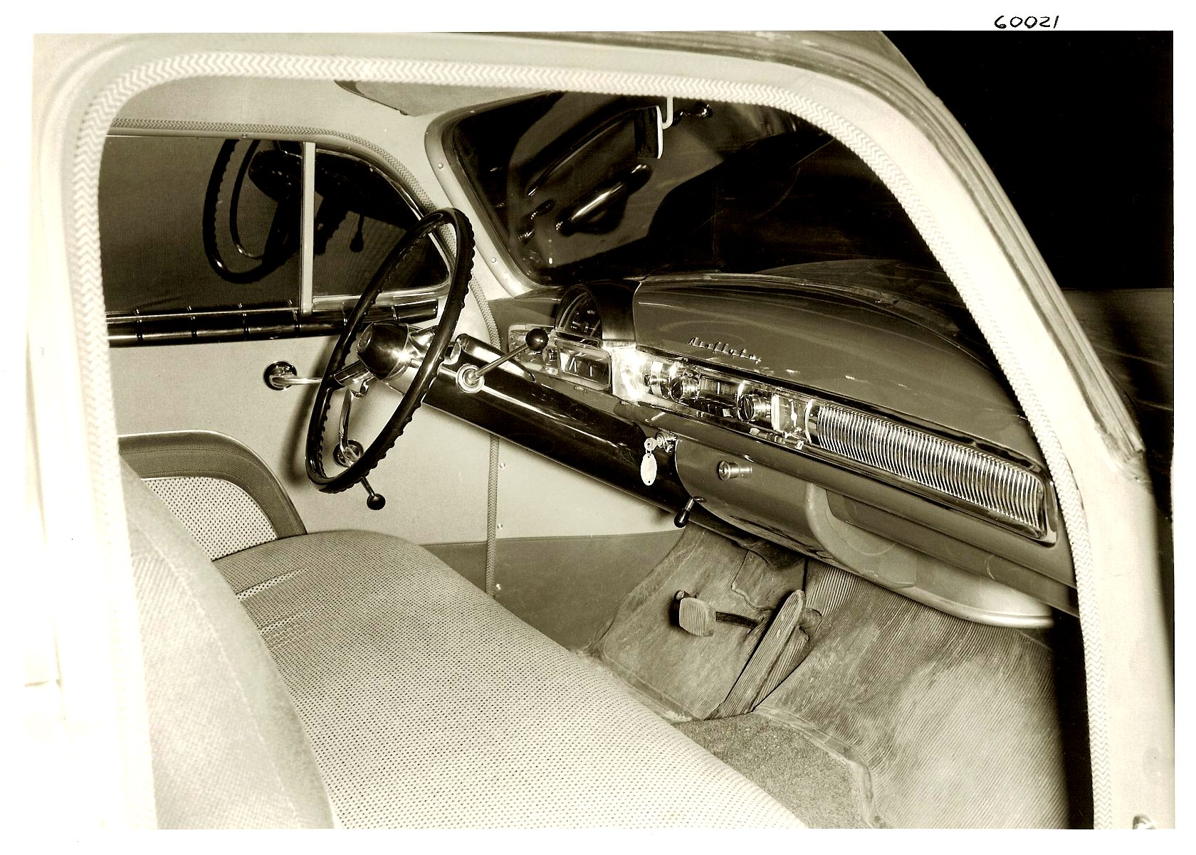 1951 NASH Dashboard view from passenger side. 10″x8″ Black & White photograph 60021