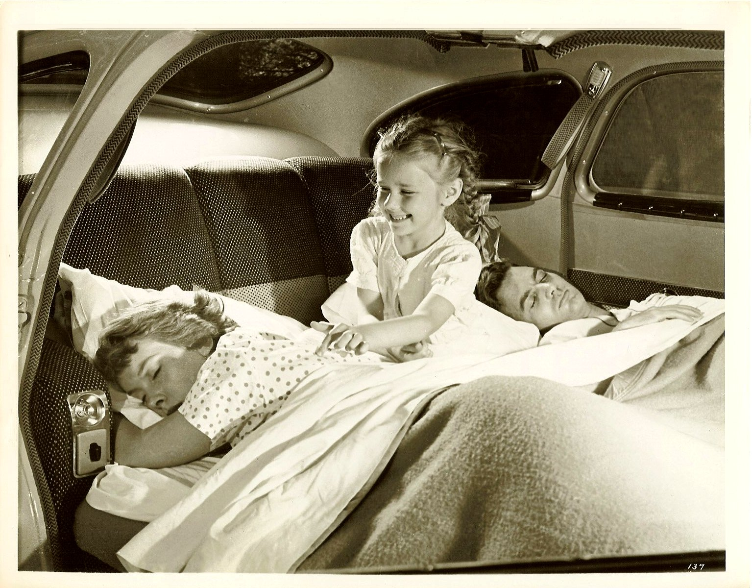 1951 NASH Twin Beds In 1951 NASH (Cut-away of fold-down bed and sleeping family.) 10″x8″ Black & White photograph Photo George Krager PIX Incorporated New York City Photo No. 137