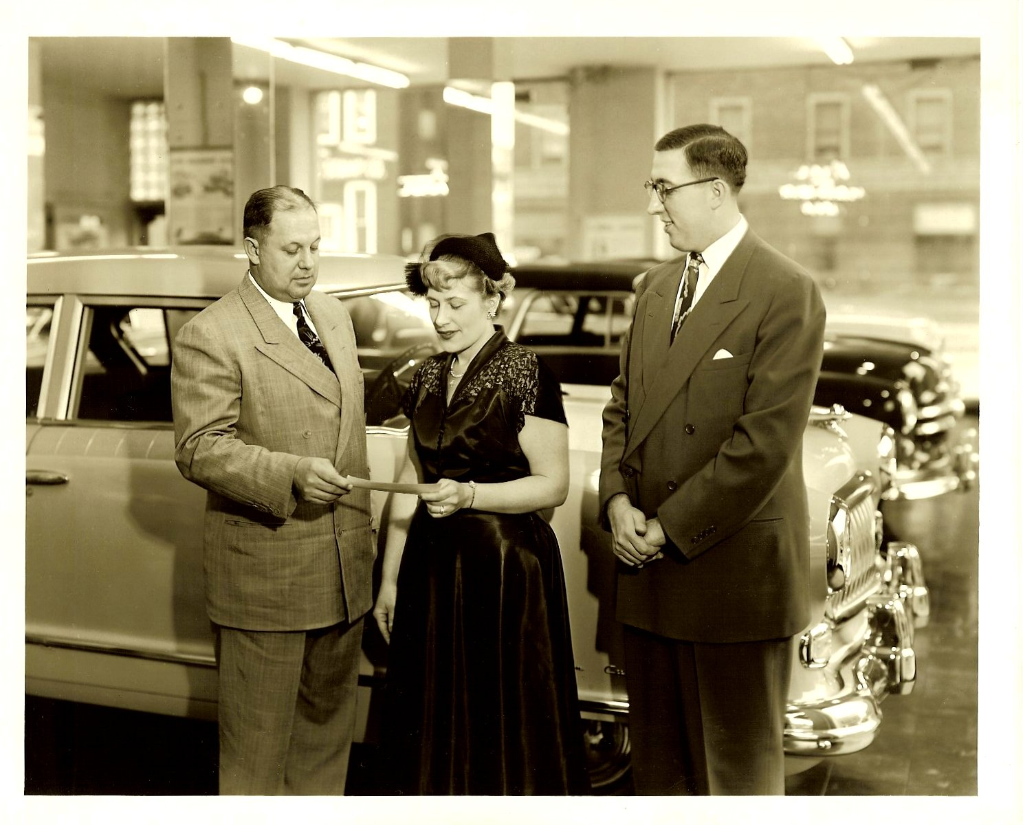 A NASH automobile dealership ca. 1952 10″x8″ Black & White photograph