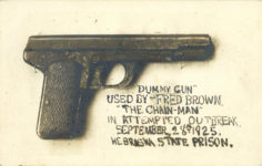 DUMMY GUN USED BY FRED BROWN THE CHAIN MAN IN ATTEMPTED OUTBREAK SEPTEMBER 28 1925 NEBRASKA STATE PRISON Dillinger inspiration RPPC front