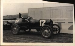 1913 STUTZ Racer OWNED BY LINDLEY BOTHWELL WOOD 1913 Stutz Del Mar race AACA Library clipping 5.75″×3.5″ front