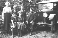 1921 Lexington with family AC
