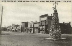 1917 ca. DIXIE HIGHWAY FROM MONUMENT AND CENTRAL AVE, MACKINAW CITY, MICH. postcard front