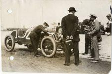 1913 KEETON Indy 500 Bob Burman and crew working on racecar photo Burton Historical Collection Detroit Public Library