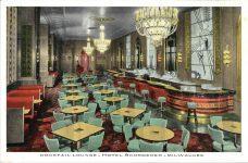 1935 ca. Cocktail Lounge HOTEL SCHROEDER Milwaukee, WIS postcard front